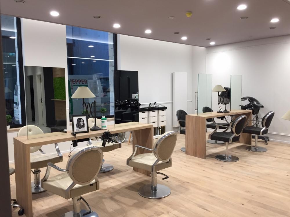 Salon de coiffure b architectes - Amenagement salon de coiffure ...